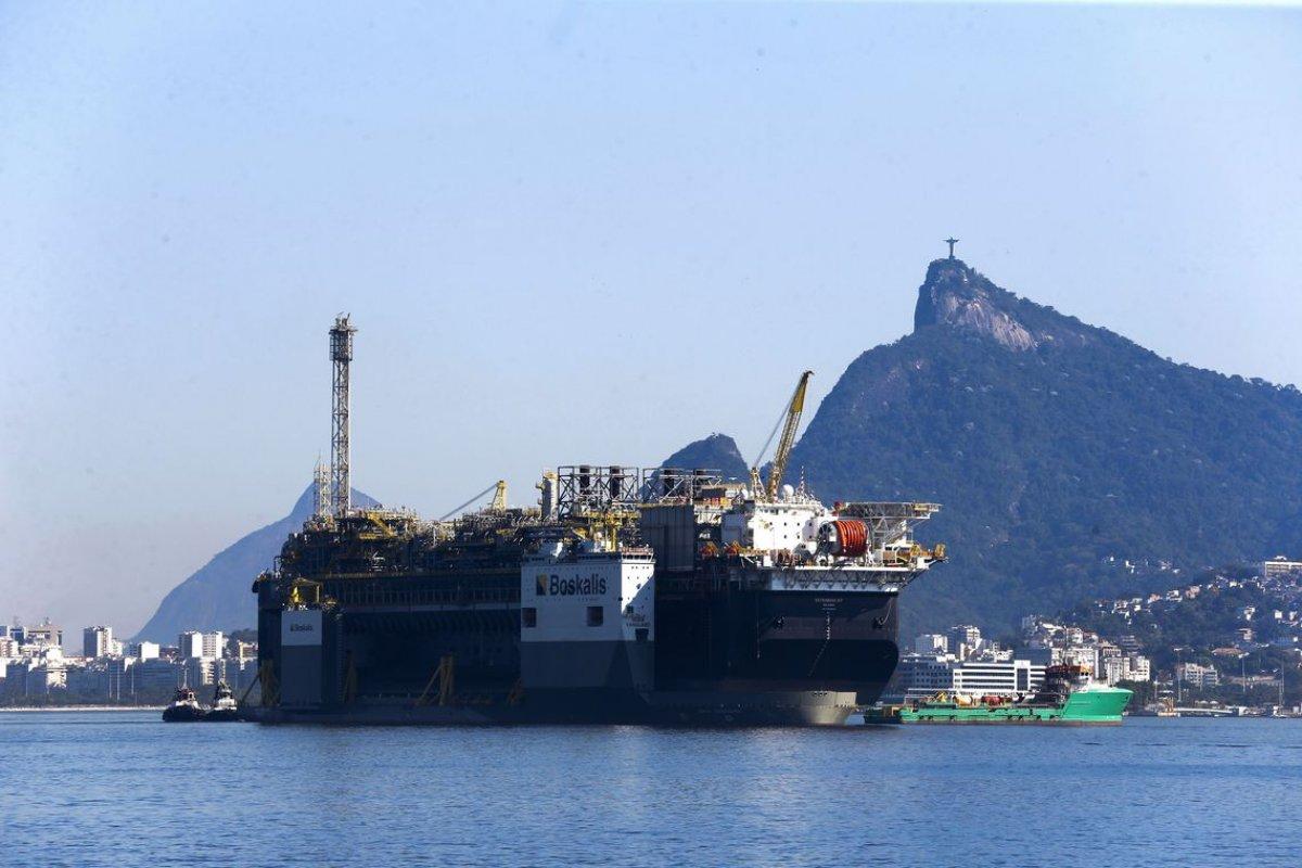 [STF mantém partilha de 25% dos royalties de petróleo aos municípios]