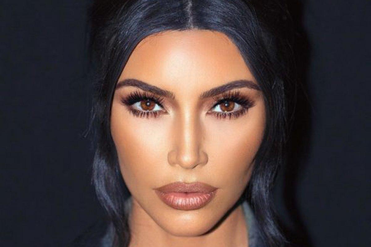 [100 anos de Beleza: Confira a evolução da maquiagem ao longo das décadas ]