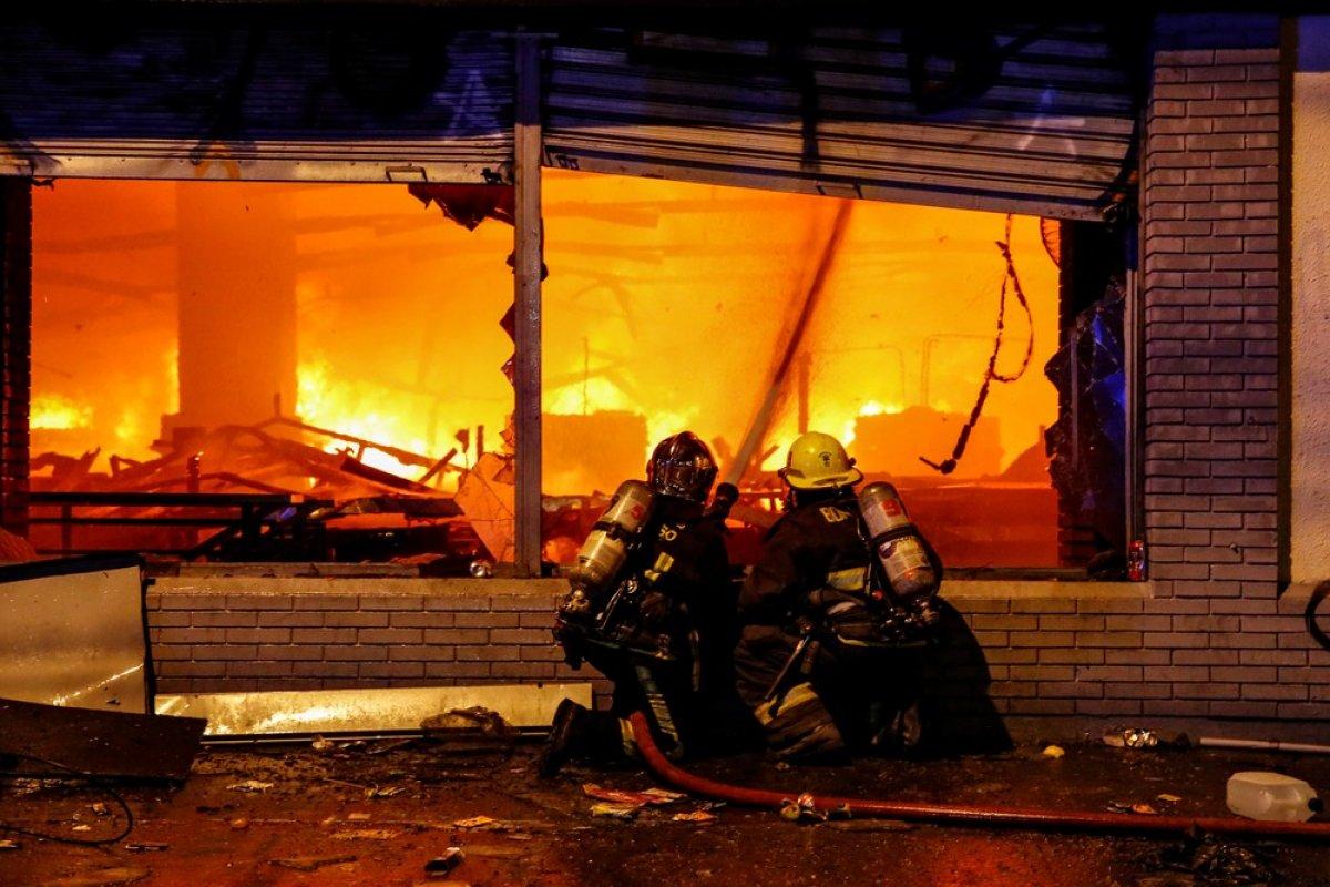 [Três pessoas morrem durante incêndio no Chile ]