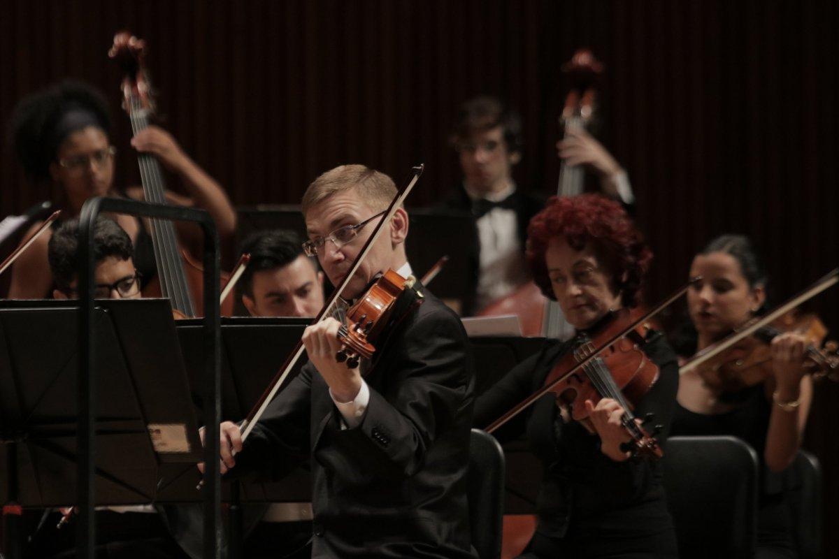 [Orquestra celebra dia dos namorados com concerto especial no Teatro Castro Alves ]