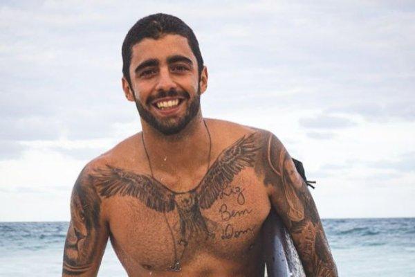 [Mesmo ainda sentindo dores no ombro, Pedro Scooby volta surfar em Portugal ]