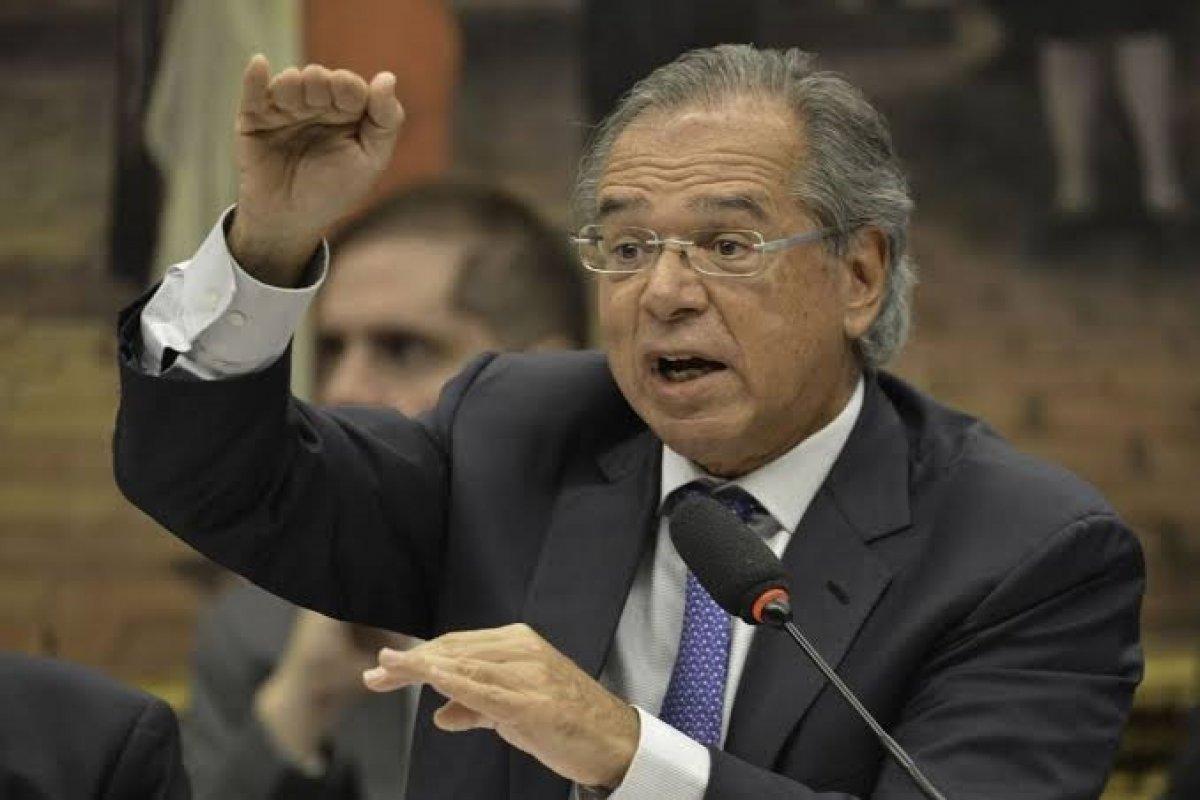 [Paulo Guedes afirma que abertura da economia será gradual]