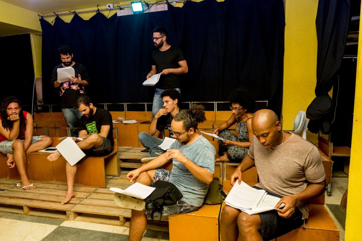 [A Outra Companhia de Teatro realiza leitura dramática d'A Bofetada dia 16 de maio]