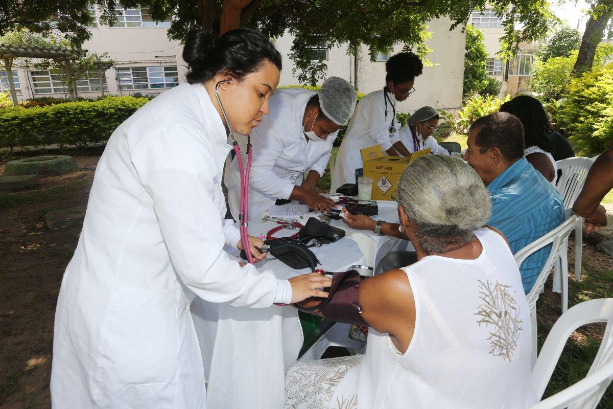 [Hospital em Salvador inicia mutirão para teste de sopro ]