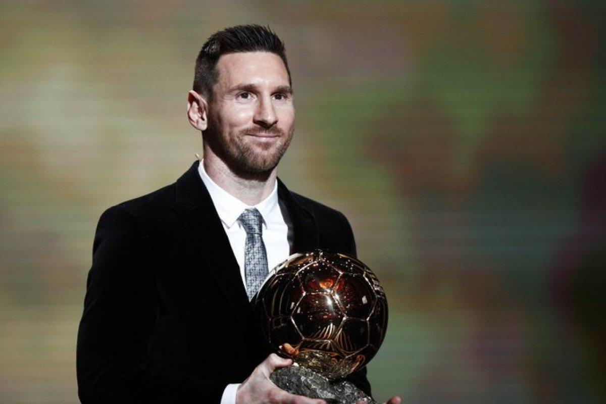 [Bola de Ouro: Messi é eleito o melhor jogador do mundo ]