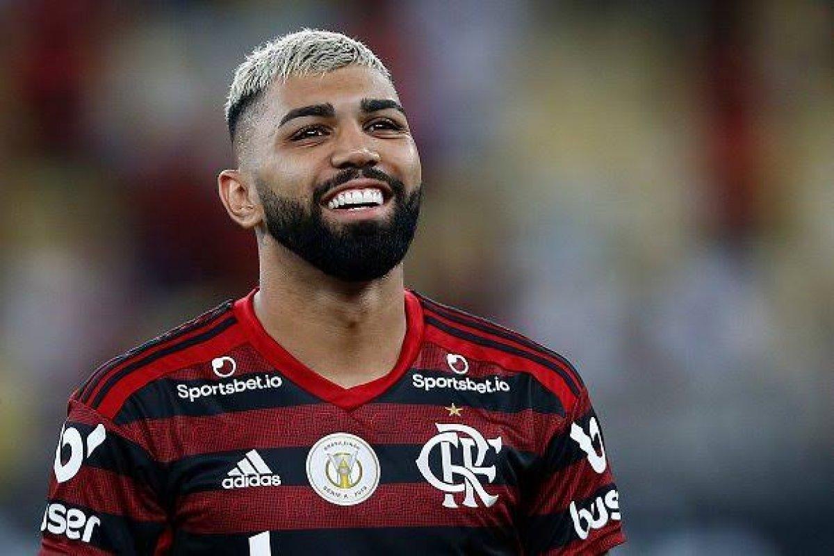 [Gabigol eterniza taça do Flamengo na Libertadores com tatuagem ]