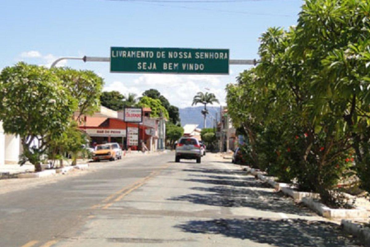 [Ciclista é atropelado por caminhão e morre em rodovia no sudoeste da Bahia]