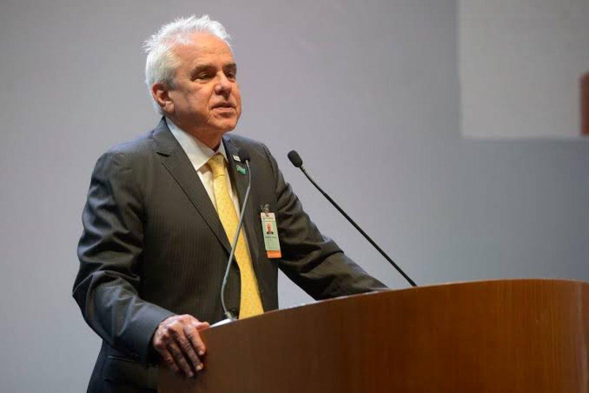 [Presidente da Petrobras afirma que vai manter política de reajuste nos preços dos combustíveis]