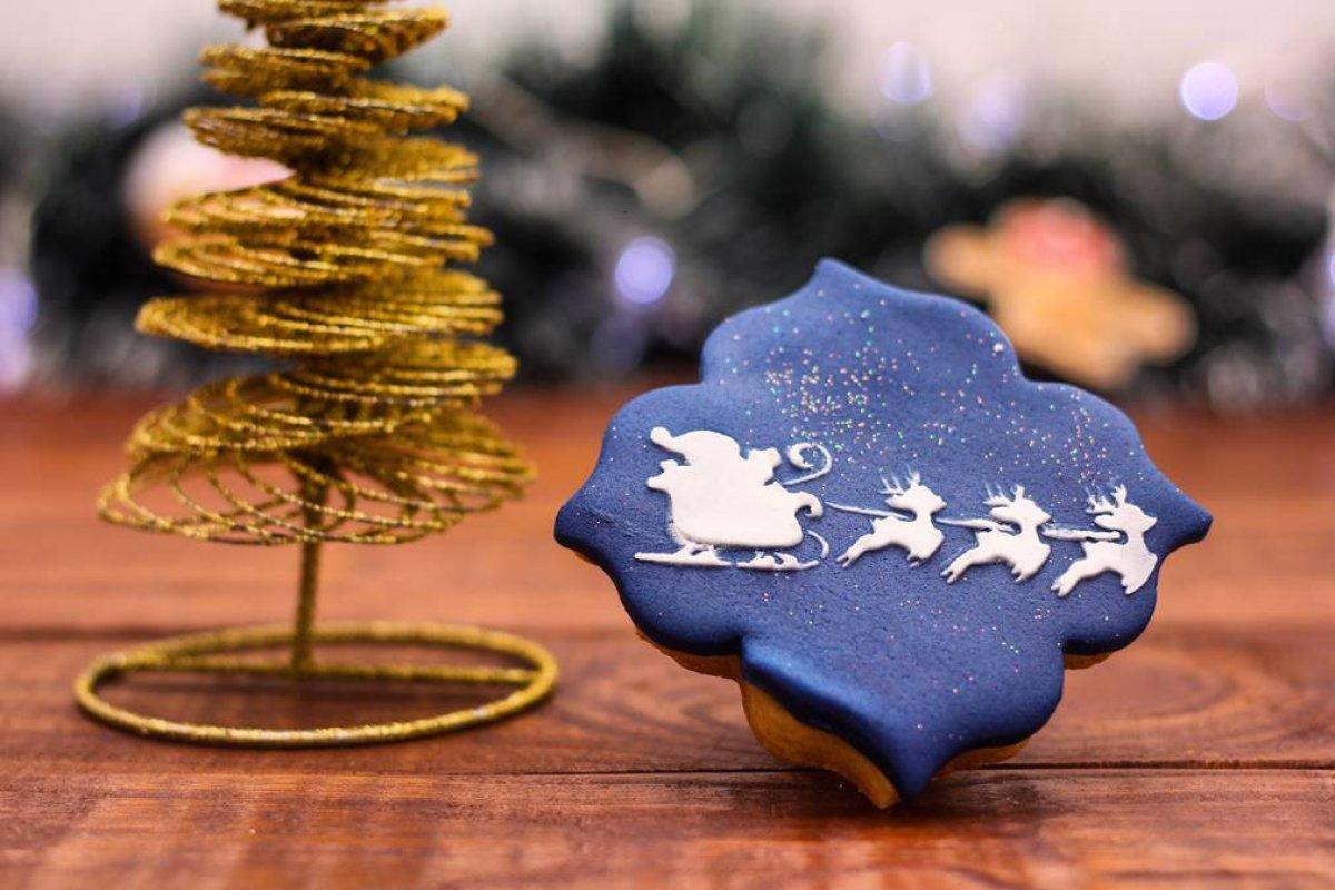 [Inove na sobremesa e lembrança de Natal com o preparo de biscoitos personalizados]