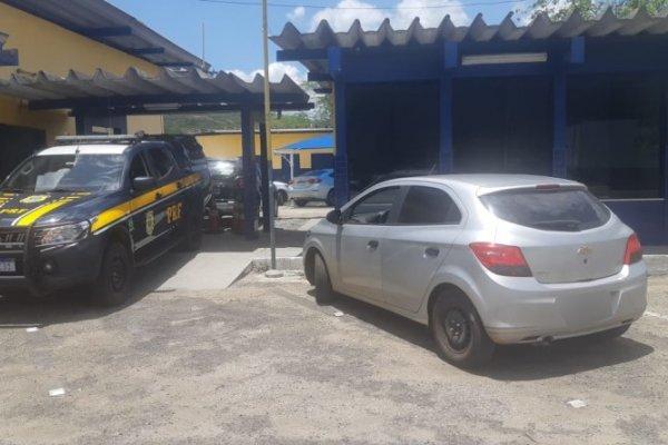 [Motorista de aplicativo é flagrado com veículo furtado no sudoeste da Bahia ]