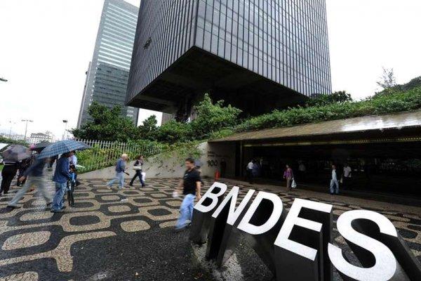 [É aprovado pela BNDES empréstimos a exportações de Embraer, Marcopolo e Mercedes]