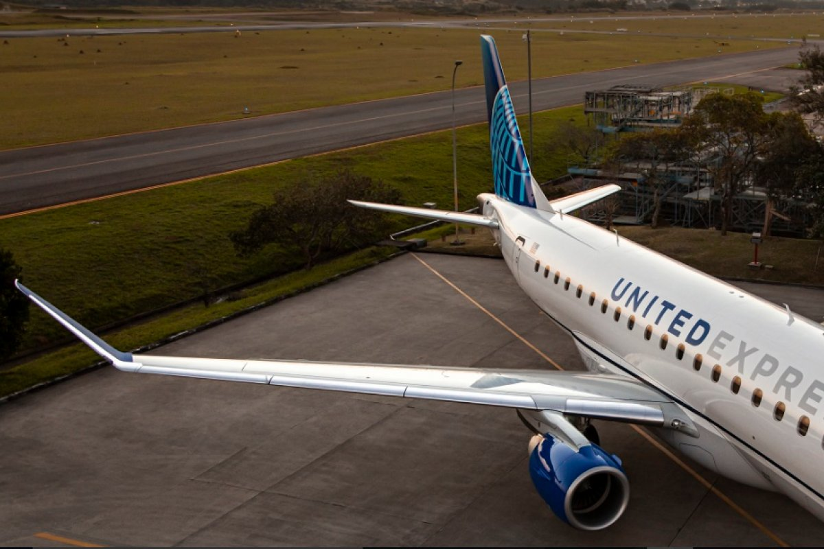 [Embraer fecha contrato de 1,9 bilhão de dólares com a United Airlines]