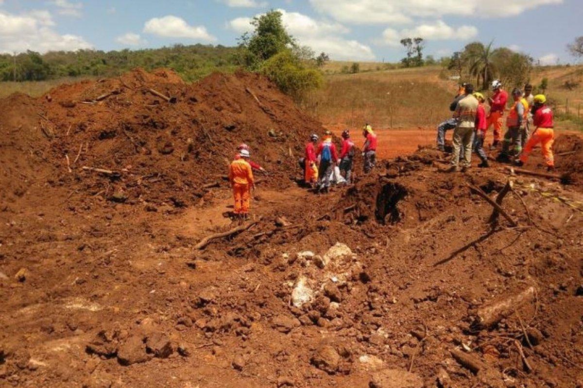[Após 400 dias, bombeiros diminuem efetivo nas buscas por desaparecidos em Brumadinho ]