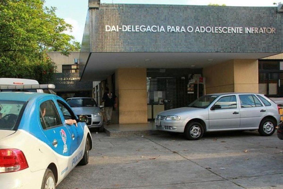 [Adolescente é apreendido suspeito de tentativa de latrocínio dentro de hotel, em Salvador]