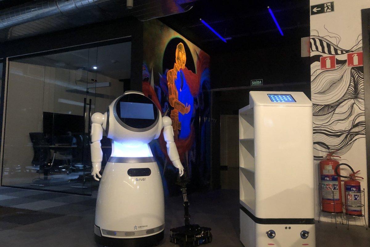[Robôs utilizados no combate ao coronavírus na China chegam ao Brasil]