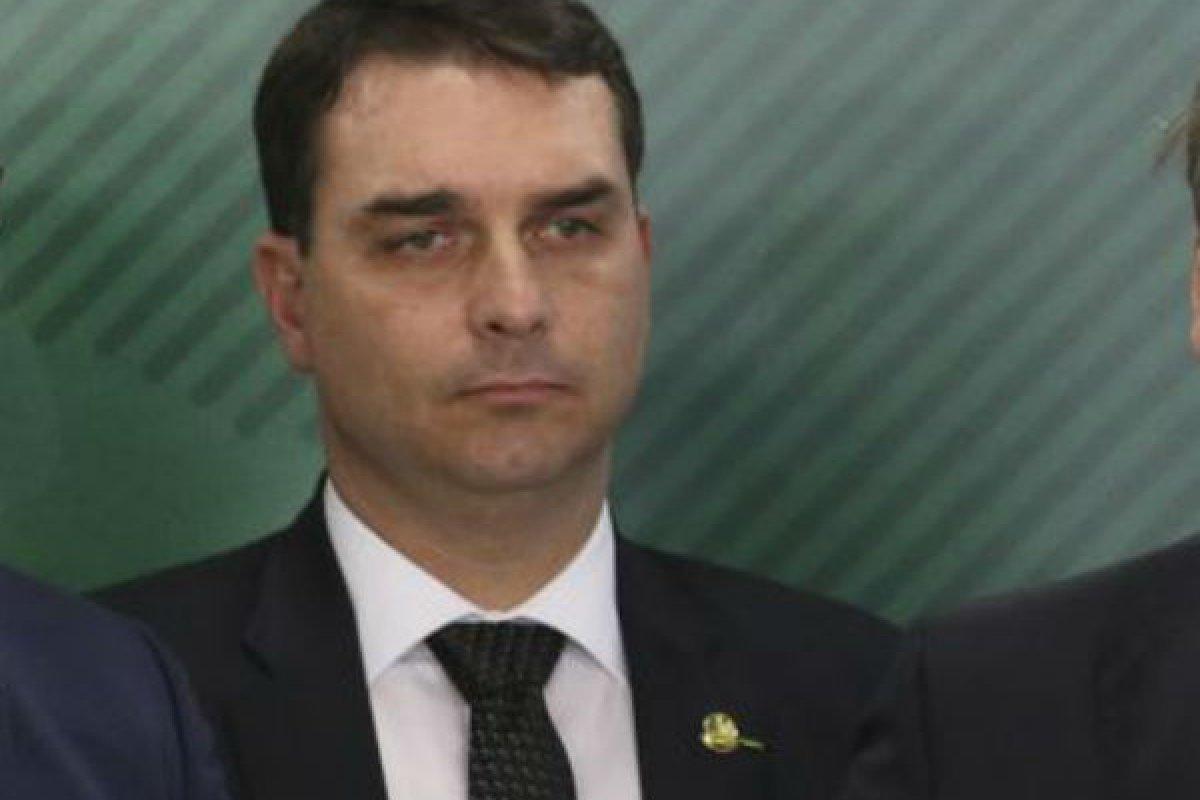 [Segurança de Flávio Bolsonaro está internado em estado grave ]