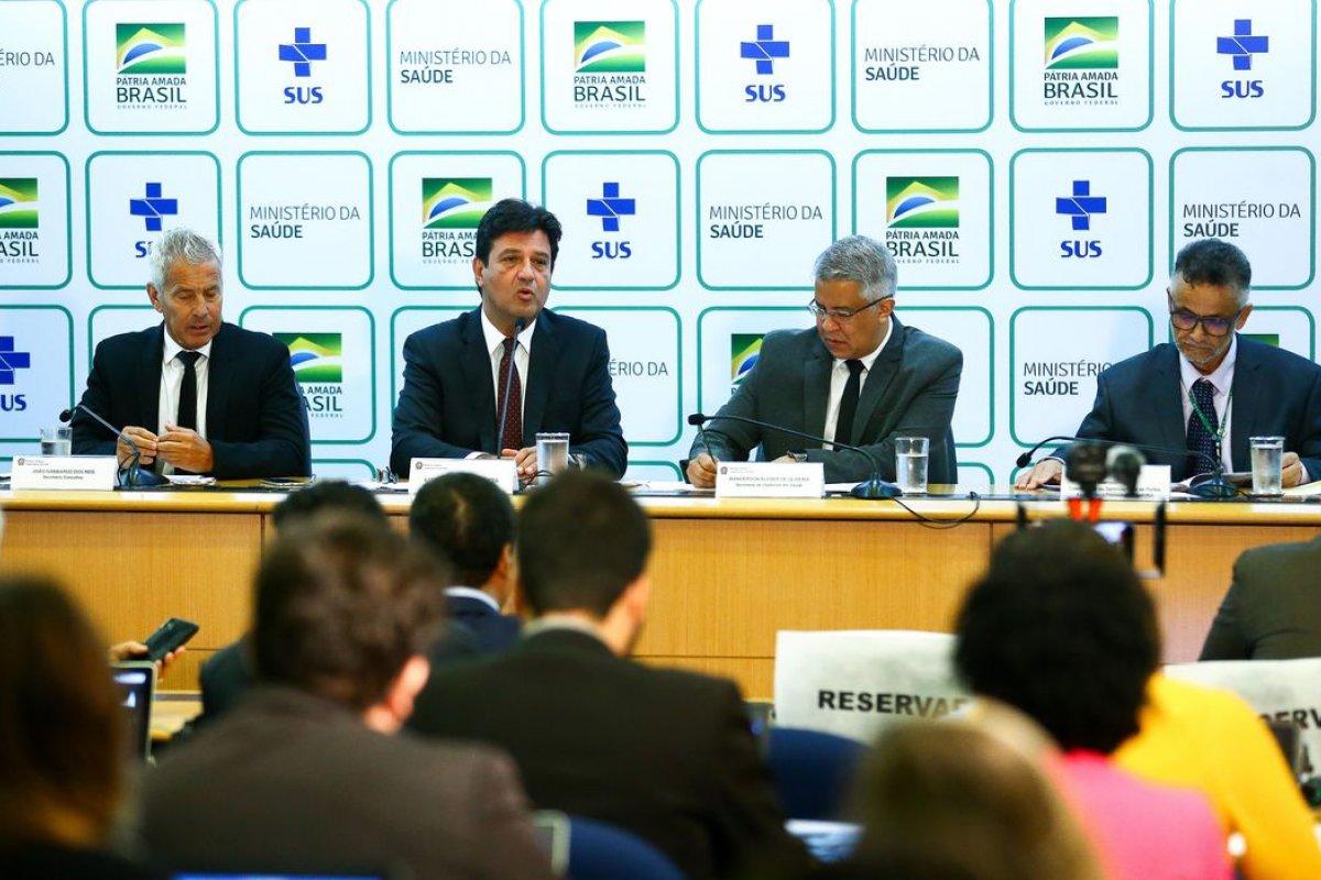 [Governo convoca médicos cubanos para suporte no combate à pandemia da Covid-19]