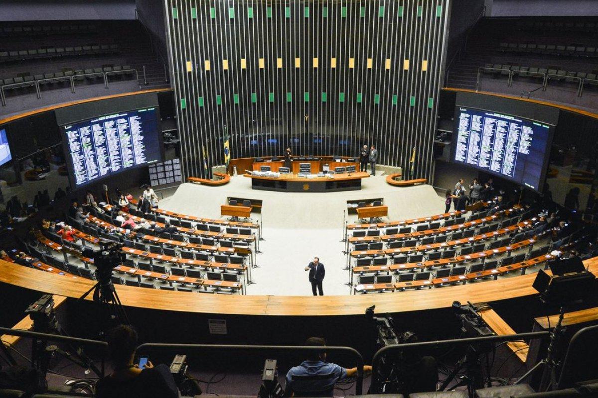 [Covid-19: Câmara dos Deputados aprova renda de R$ 600 para vulneráveis]