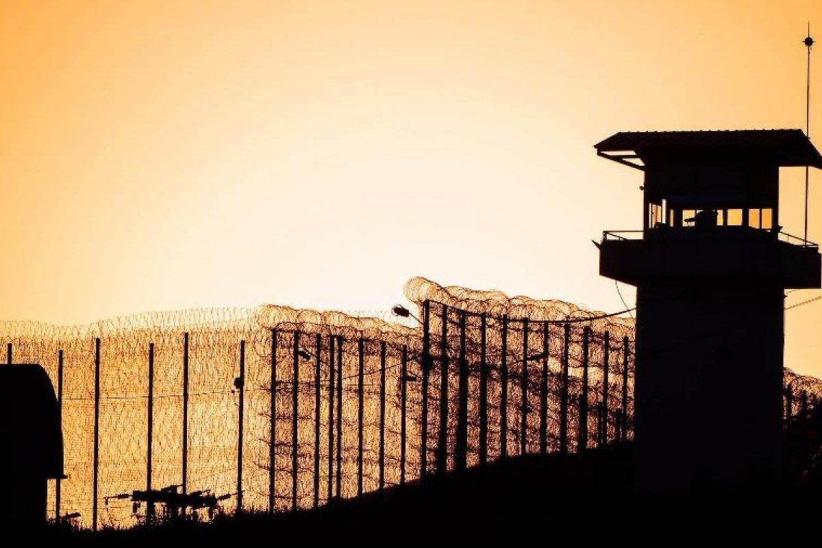 [Presídios brasileiros possuem 74 casos suspeitos de Covid-19]