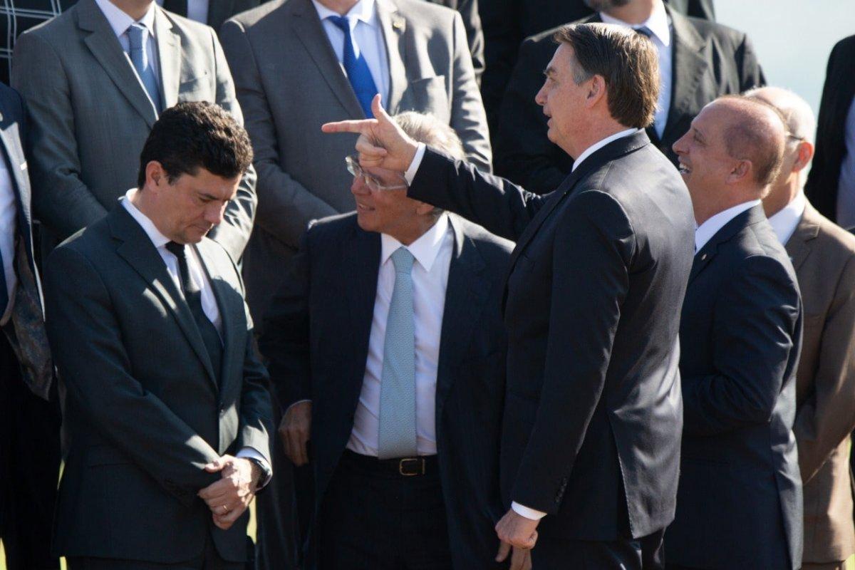 [No Twitter, divulgação do vídeo da reunião ministerial fortalece Bolsonaro ]