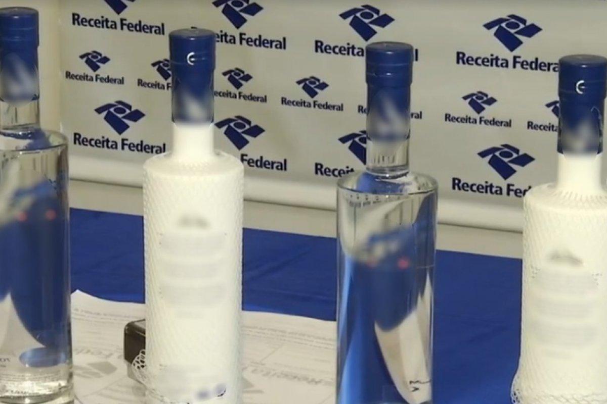 [Garrafas de vodka apreendidas pela Receita Federal serão transformadas em álcool em gel]