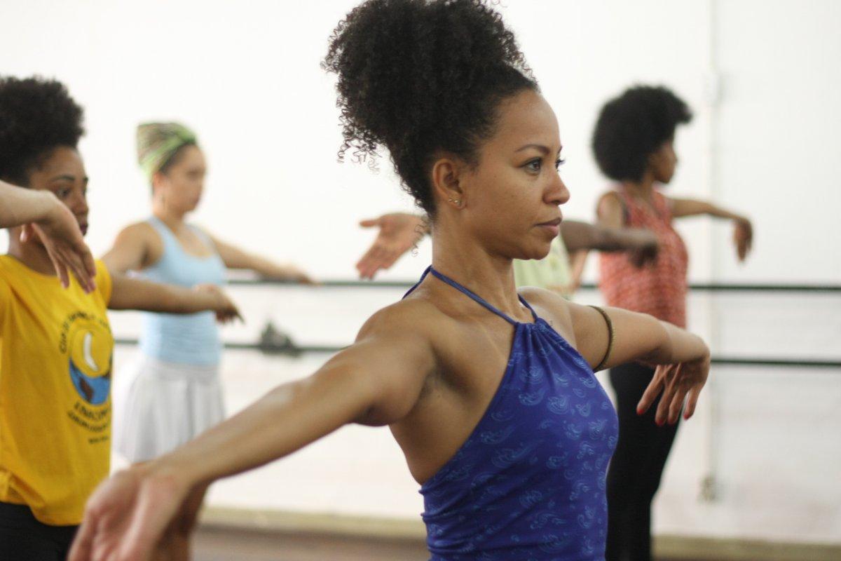 [Escola de dança abre 800 vagas de cursos livres]