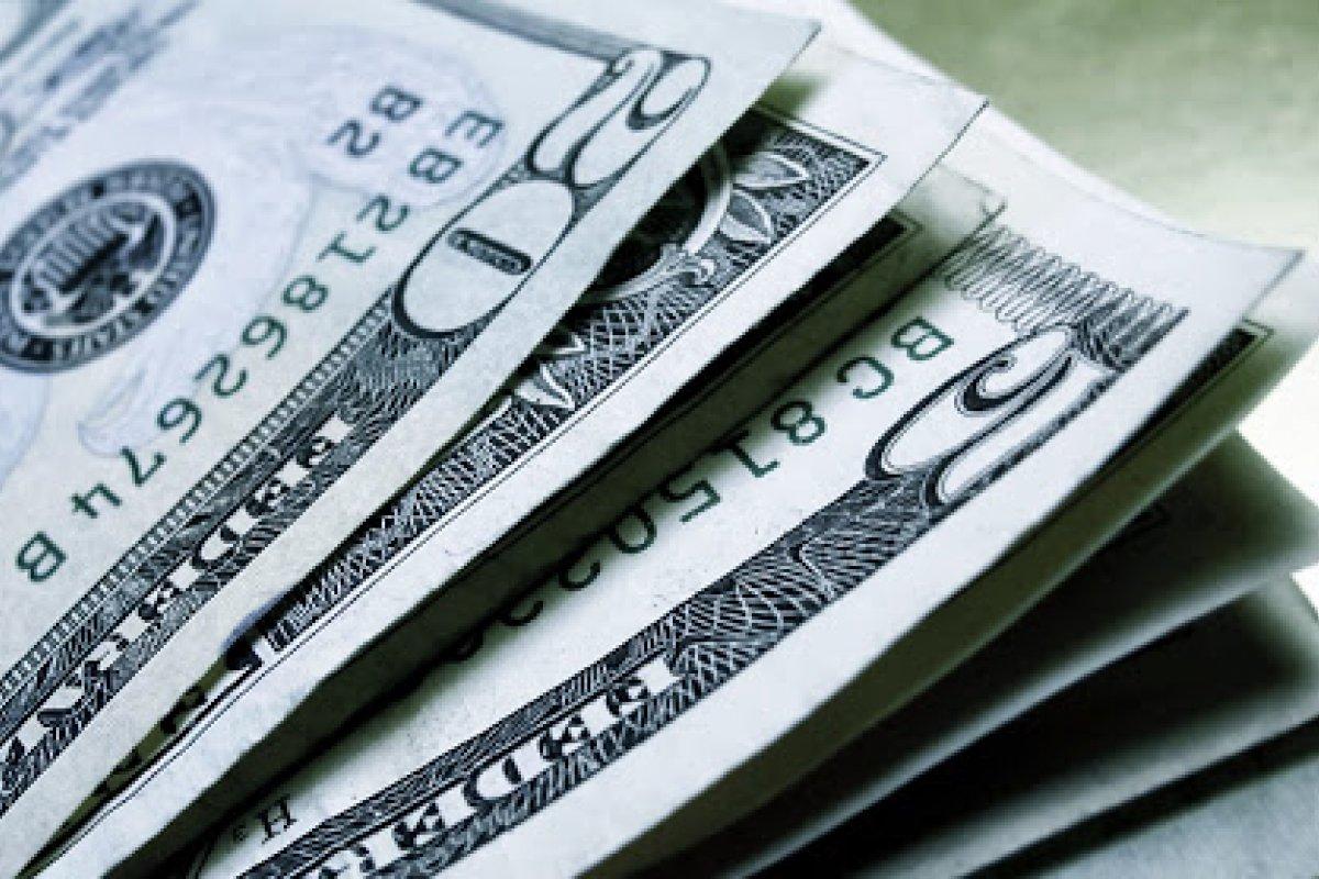 [Após seis dias de queda, dólar volta a ser negociado acima de R$ 5,30]