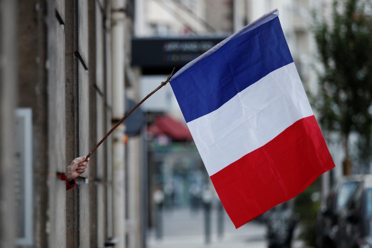 [França inicia 2ª fase de relaxamento e terá bares e restaurantes reabertos]