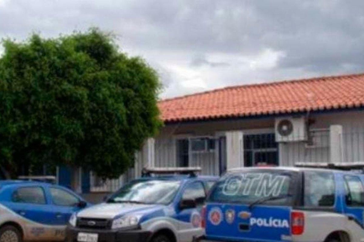 [Homem é preso suspeito de atuar ilegalmente como médico em município baiano]