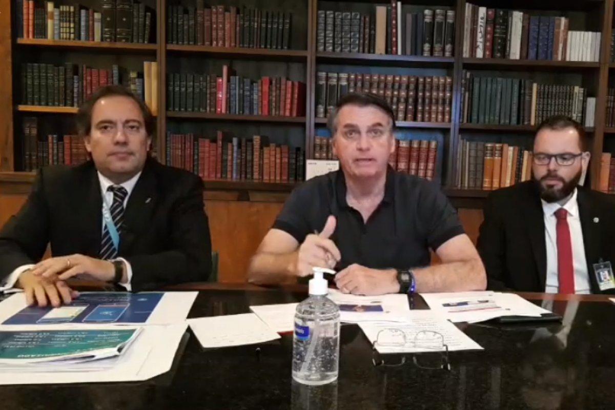 [Em live, Bolsonaro volta a defender alvos de operação da PF contra fake news]