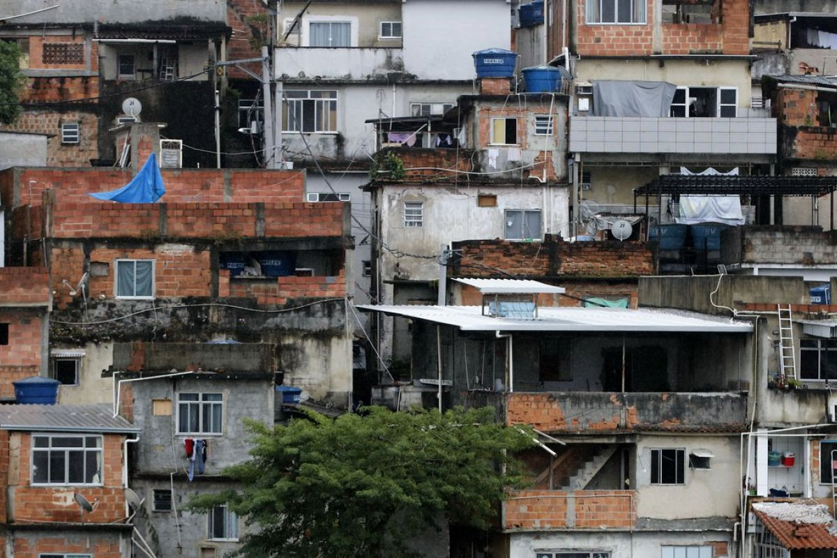[STF suspende operações policiais nas favelas do Rio de Janeiro durante pandemia]