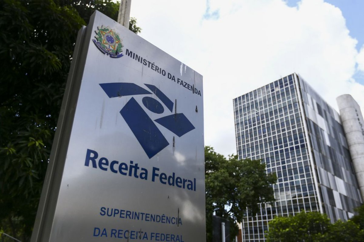 [Receita Federal suspende débito automático de prestações]