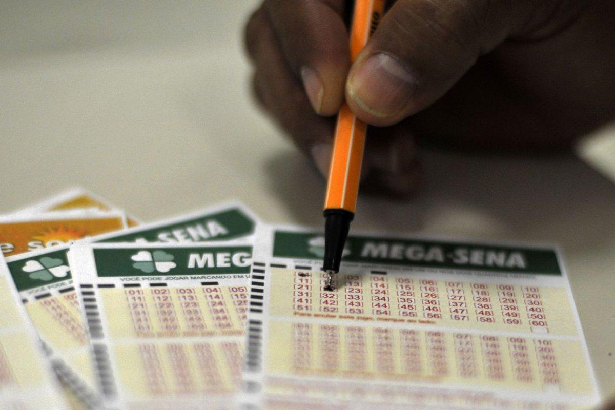 [Mega-Sena acumula e deverá pagar R$ 12 milhões no próximo sorteio]