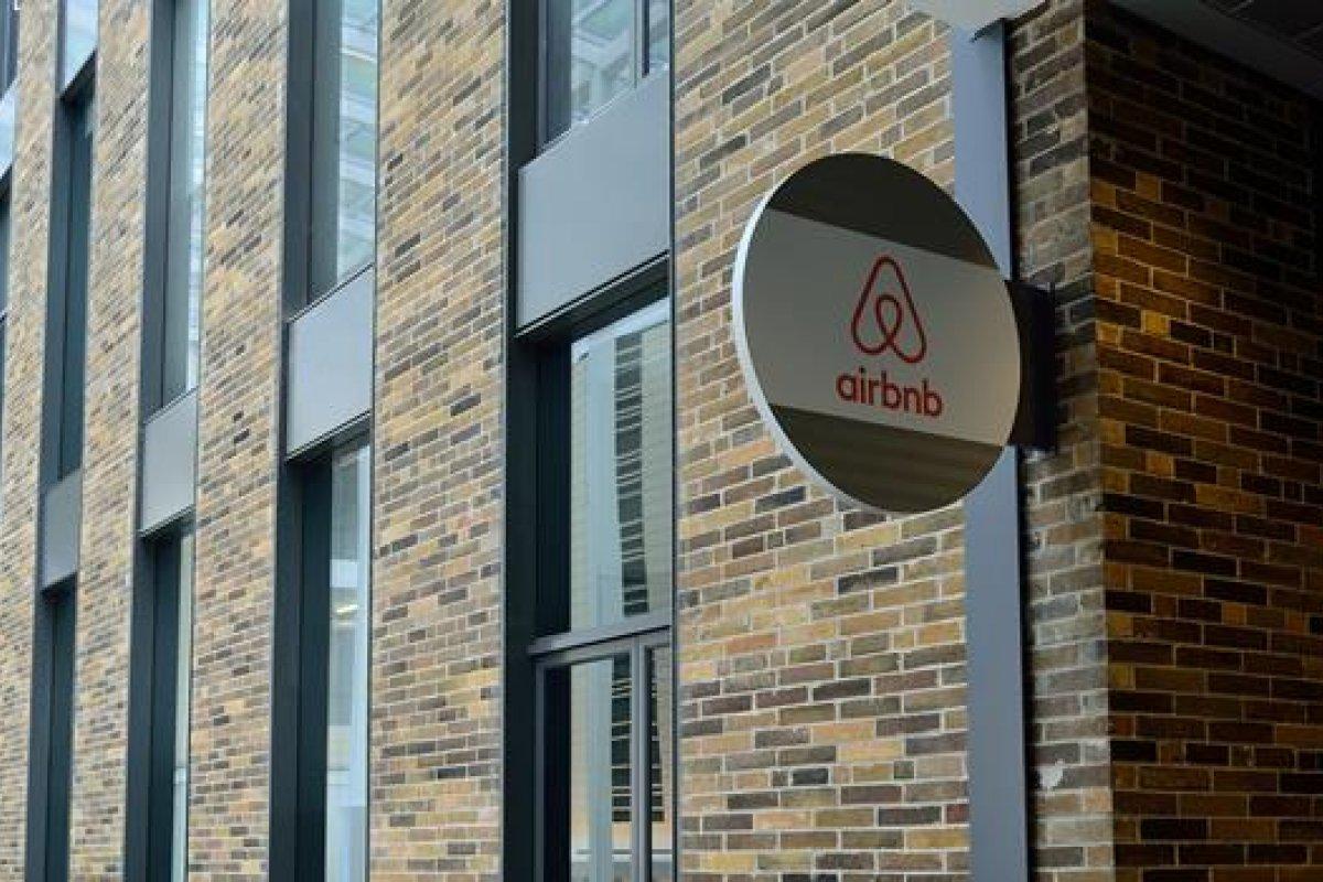 """[Após demitir 2 mil funcionários, fundador do Airbnbdesabafa: """"Perdemos quase tudo""""]"""