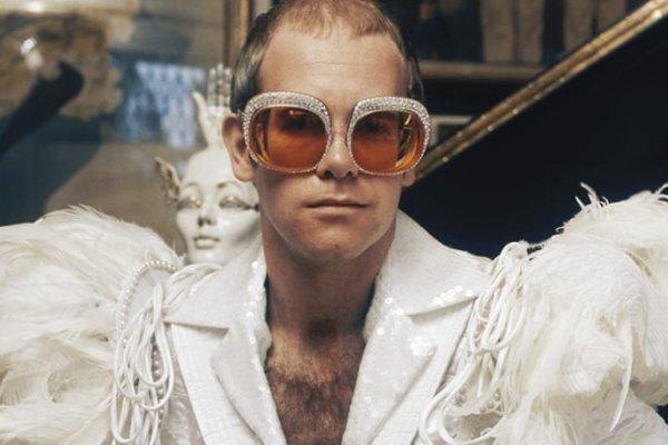 [Elton John apresenta série de shows históricos e inéditos na web ]