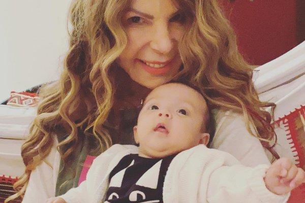 [Elba Ramalho aparece na web com a sua primeira neta Esmeralda]