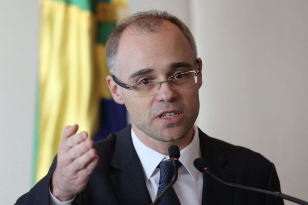 [Ministro da Justiça manda PF investigar colunista da Folha de São Paulo ]