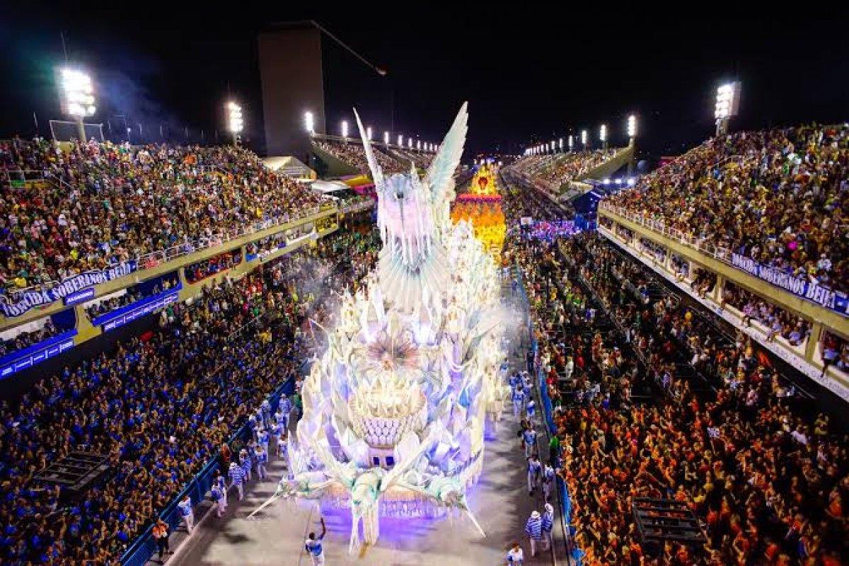 [TV Globo suspende pagamento de escolas de samba para o Carnaval]