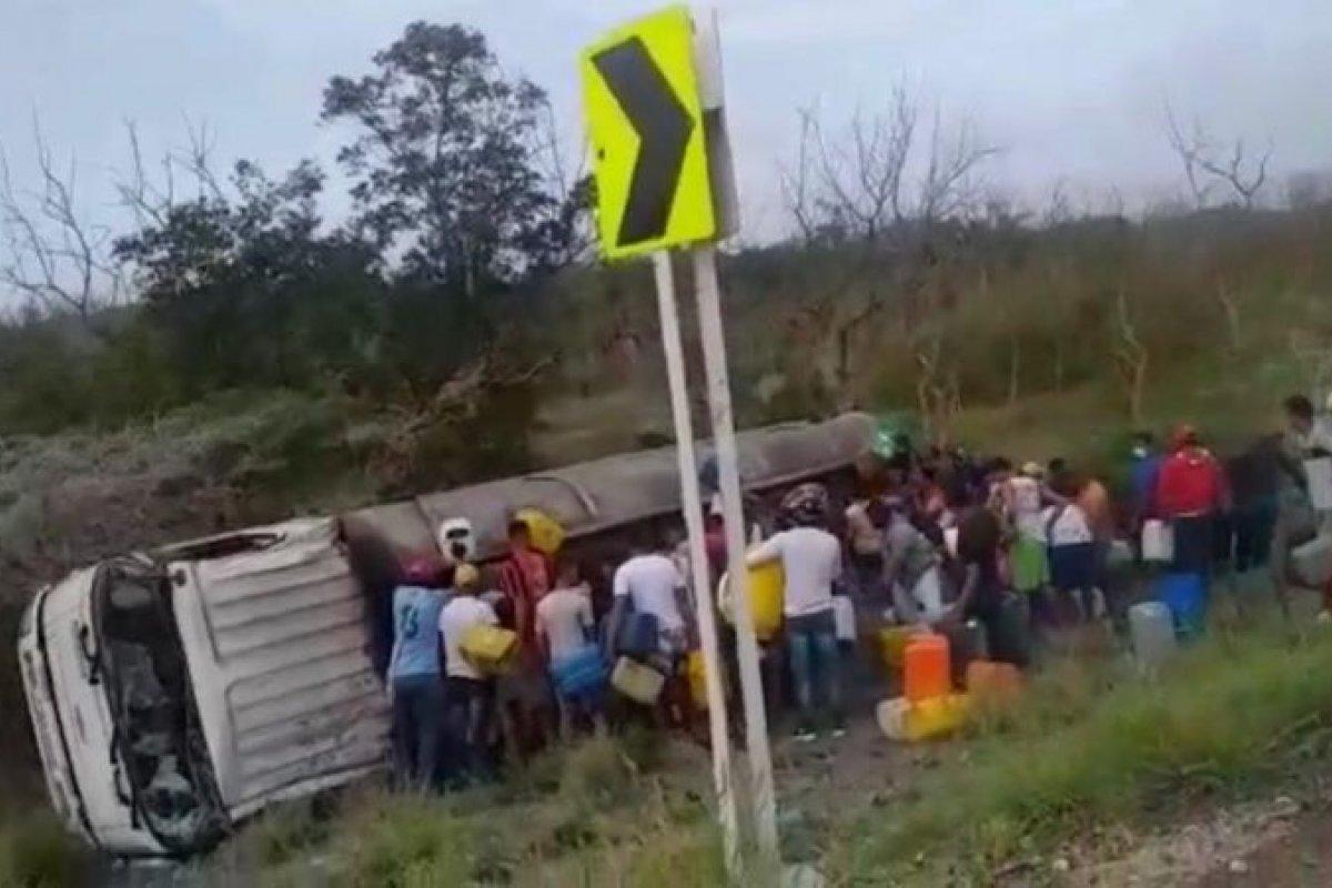 [Cenas Fortes: Caminhão carregado de gasolina explode na Colômbia enquanto era saqueado]