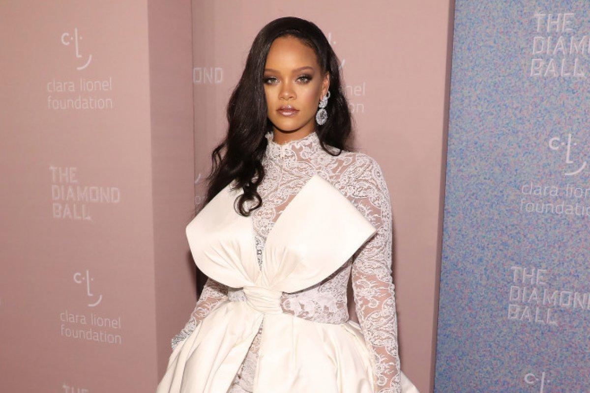 [Marca de maquiagens de Rihanna são registradas na Anvisa]