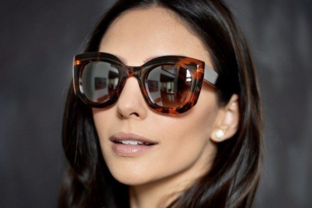 [Corrente do bem: Carol Celico assina collab beneficente de óculos de sol]