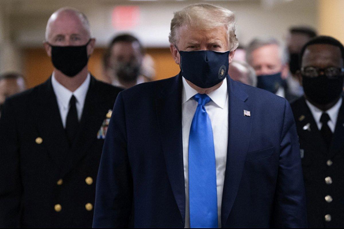 [Trump aparece usando máscara pela primeira vez em público]