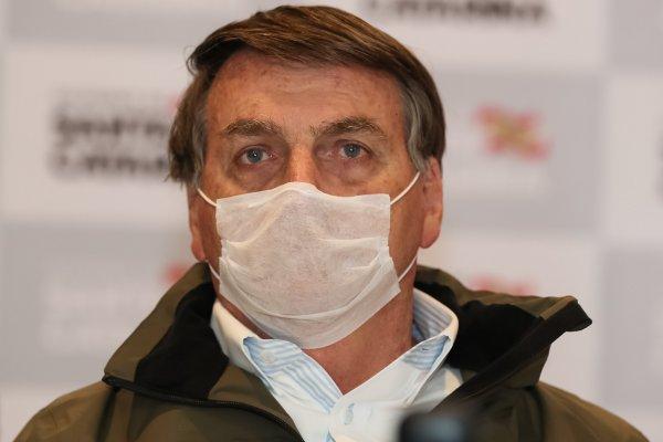 [Bolsonaro realiza novo teste para saber se continua com Covid-19]