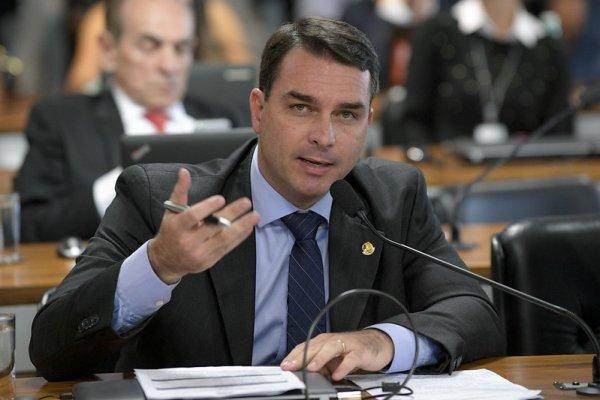 [Defesa de Flávio Bolsonaro pede que STF mantenha foro privilegiado no caso da 'rachadinha']