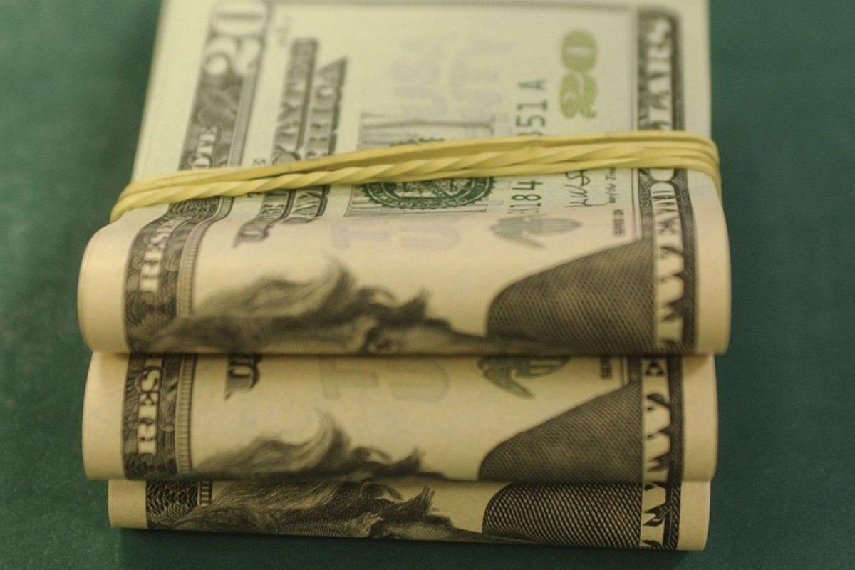 [Moeda norte-americana encerra em alta vendida acima de R$ 5]
