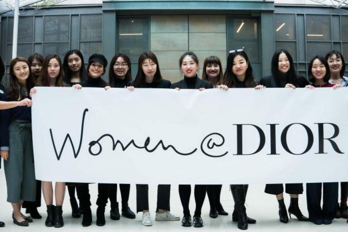 [Dior e UNESCO se unem para oferecer mentoria para estudantes mulheres]