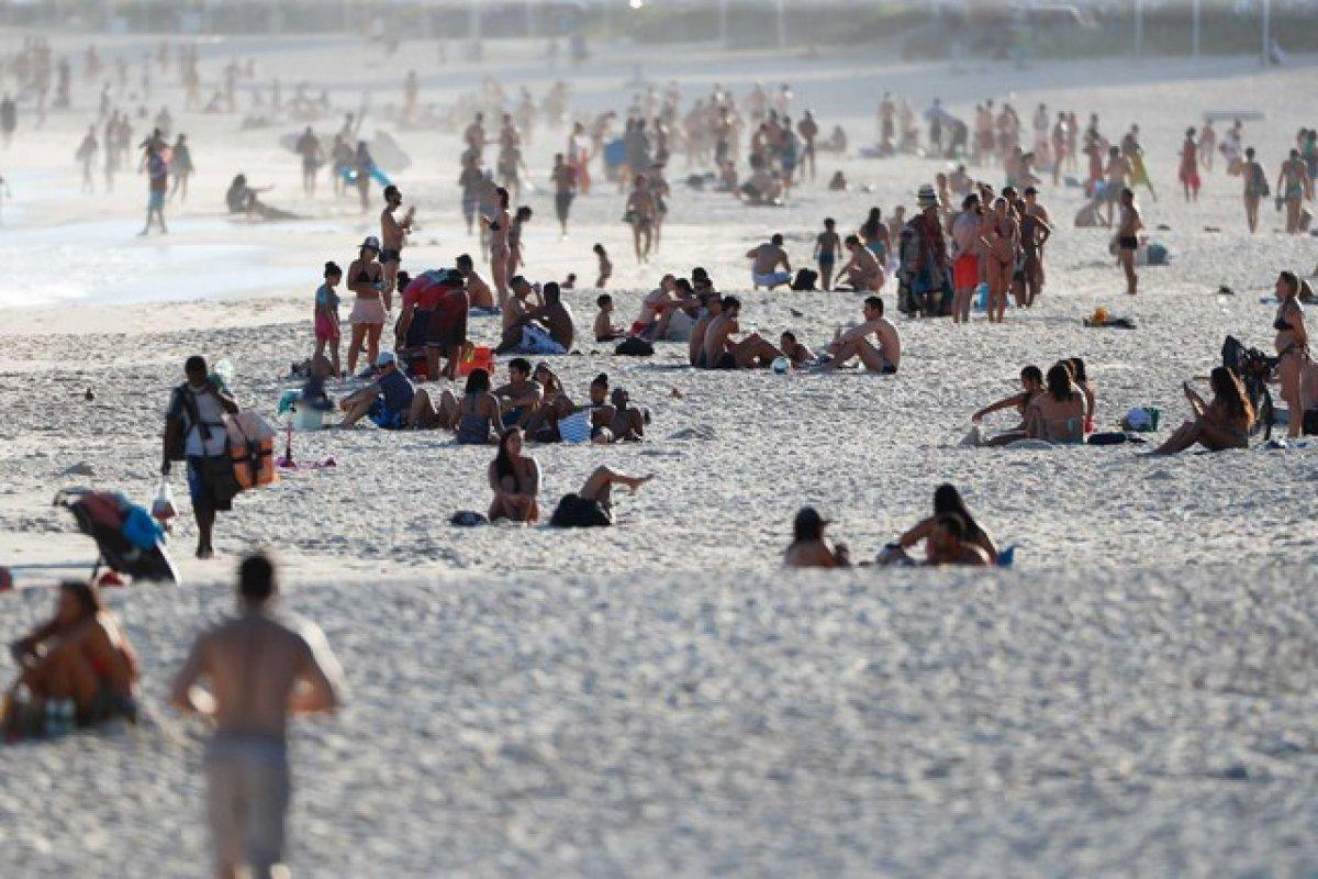 [Rio de Janeiro libera banho de mar em Fase 5 ]