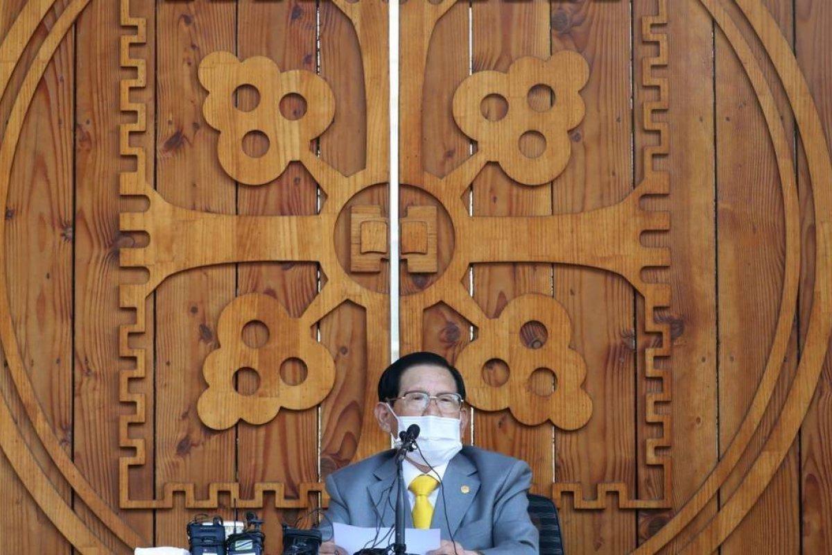 [Líder religioso é preso por sabotar combate ao novo coronavírus na Coreia do Sul ]