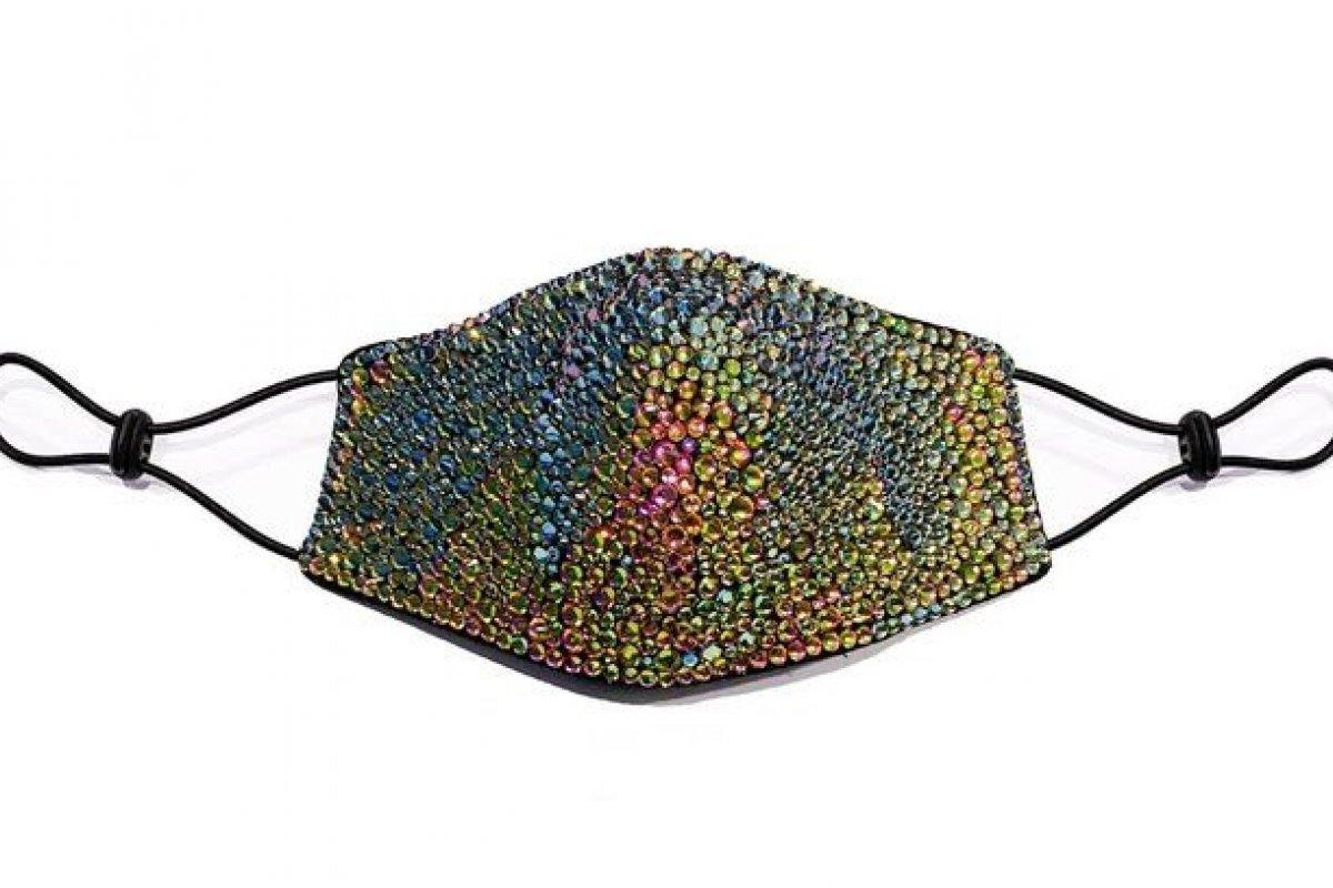 [Estilista vende máscara de luxo por R$ 3 mil]