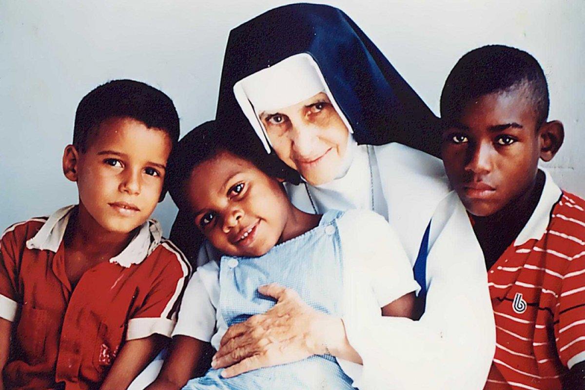 [Baianos fazem canonização para Irmã Dulce na Arena Fonte Nova em outubro]